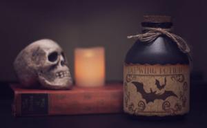 hallo4 300x185 - 5 Halloween décor ideas to keep all-year round!
