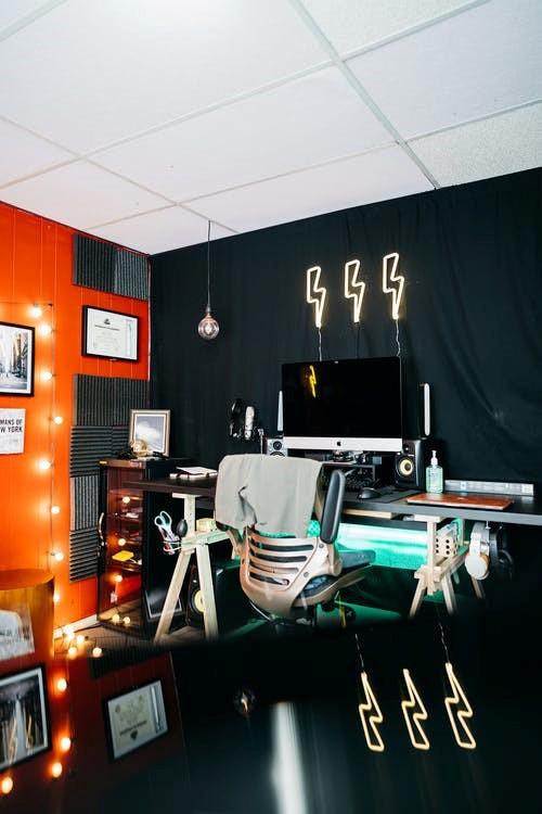 light play illusions 2 - Fabulous budget hacks to make your studio apartment spacious!